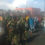 #Burundi: The army is out. Green berets protecting protesters in some parts of town. #sindumuja http://t.co/bADpxphFD6