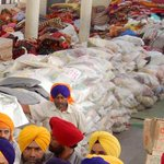 Amritsars Golden Temple to send One Lakh food packets per day to Nepal WITHOUT soul harvesting #ThankYouPM http://t.co/V2dfSVaO9k