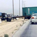 . الآن حادث شاحنة في طريق الجبيل - الدمام بالقرب من محطة الخنيني نرجو توخي الحذر، حفظ الله الجميع 📷 @topsecret1983  . http://t.co/0u3nbP5QVE