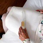 Homem cria vibrador com cinzas de morto para ajudar viúvas a recuperar memória íntimas. http://t.co/AYNwV94JHk http://t.co/NZBsMLUrFQ