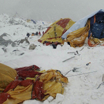 Horrifying footage shows climbers fleeing Everest avalanche after Nepal quake: http://t.co/kQGgwjvadi http://t.co/MmP8EaVPgx
