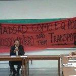 Manifestantes interrompem aula do prefeito Fernando Haddad na USP para pedir transporte http://t.co/GqMpRaYkRO #G1 http://t.co/wDziHbOrC6