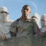 Allá es el ISIS... Aquí es la IRIS: Presos reclaman por traslados y hacinamiento en sede de PNB Catia. http://t.co/UmeP6HgSvl