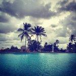 Des nuages et pourtant, Abidjan nous offre un paysage toujours #magnifique ! http://t.co/8OqIdKt2pb