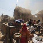 Expresa la reina Isabel II su pesar por la pérdida de vidas en Nepal, donde un sismo dejó más de 3 mil muertos http://t.co/VyjEzXqJi2