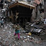 Hundreds of Americans remain trapped in Nepal after devastating earthquake kills thousands: http://t.co/KDK9Fl8goB http://t.co/j1E4uKyCZw