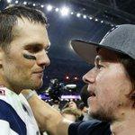Mark Wahlberg cheers Tom Brady for snubbing Obama: http://t.co/fbN2T5tQ7r http://t.co/7K8lugiSB6
