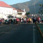 via @Bella_Luna00: Continua protesta en Av Sucre Catia @trafficVZLA @trafficVZLA http://t.co/mhkL99bv2t #DonaTusMedicamentos