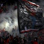 """A foto da claque do Benfica, No Name Boys foi escolhida pelo """"The Guardian"""" como foto do dia. http://t.co/S2fRQaYNlb http://t.co/nkZJU8wm5v"""