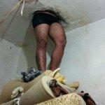Detento fica enroscado em teto de delegacia no Paraná após tentar fugir http://t.co/3318j5BQ6w #G1 http://t.co/Tgj3hFBN36