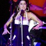 Família de Amy Winehouse diz que filme sobre a cantora é enganoso http://t.co/OlNCeWwMod http://t.co/F7hob4usli