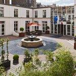 RT @JornalOGlobo: Professora carioca é vítima de arrastão em hotel três estrelas de Paris. http://t.co/qdR6tI1ZV1 http://t.co/EXmGuj8dFQ