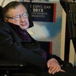 Hawking brinca: Pode existir um universo paralelo onde Zayn ainda esteja no One Direction. http://t.co/pHYHHPdAgs http://t.co/aCK5hNOYFT