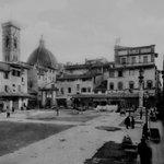 Che piazza è raffigurata in questa foto depoca dei @FratelliAlinari? Come si chiamava allepoca? #Firenze @comunefi http://t.co/g2j6O4MkYG