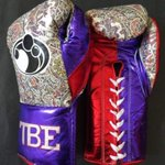 Floyd Mayweathers fight night gloves for #MayPac http://t.co/OHrsZsAVWP