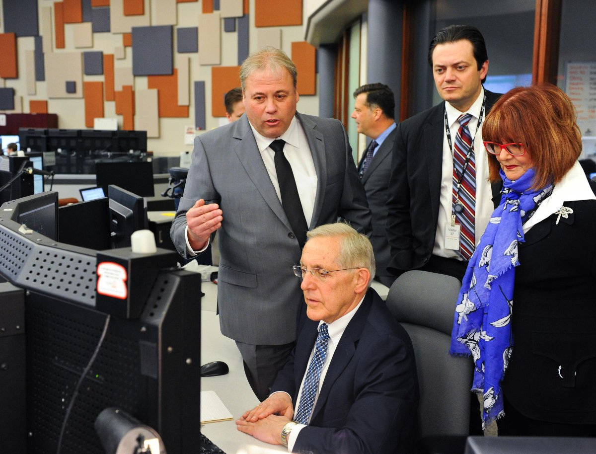 Joined @AnnHoggarthMPP & @Mayor_Jeff in Barrie to confirm @HydroOne Grid Control Centre remains in #Ontario. #onpoli http://t.co/IFcYpNNyEb