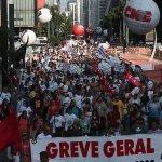 Não existe greve de professor no Estado de São Paulo, diz @geraldoalckmin_ http://t.co/BqmQ2LPIaa http://t.co/KZE2DLs5dk