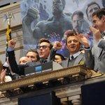 Atores de Vingadores tocam sino da bolsa de NY para promover filme http://t.co/5VioreFxqm #G1 http://t.co/NLWUlK0AAG