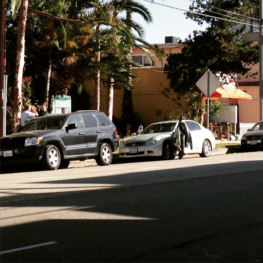 @Venice311 Open a car door in morning rush hour traffic - get it ripped off. #playadelrey http://t.co/BIEXZoTWGi