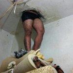 Detento fica preso em buraco ao tentar fugir de delegacia no Paraná http://t.co/yvMQoDKoQ1 http://t.co/PEMw9O2NXS
