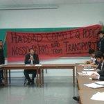 FOTOS: Grupo invade aula de Haddad na USP para pedir mais linhas de ônibus http://t.co/lluLO9KLmq http://t.co/pmBmA2cisM
