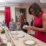 """The new """"Kailua Blue"""" Obama China will be served for the first time at the #JapanStateDinner: http://t.co/9P18hdifnD http://t.co/sojhYpXR46"""