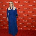 #WTF Avec 2,3 millions d€ en Suisse, Jean-Marie Le Pen aurait pu payer une autre robe à sa fille ! http://t.co/SxNtO5vvip