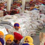 Kudos. Amritsars Golden Temple to send One Lakh food packets per day to Nepal. @tajinderbagga http://t.co/vLZx6bNXg5