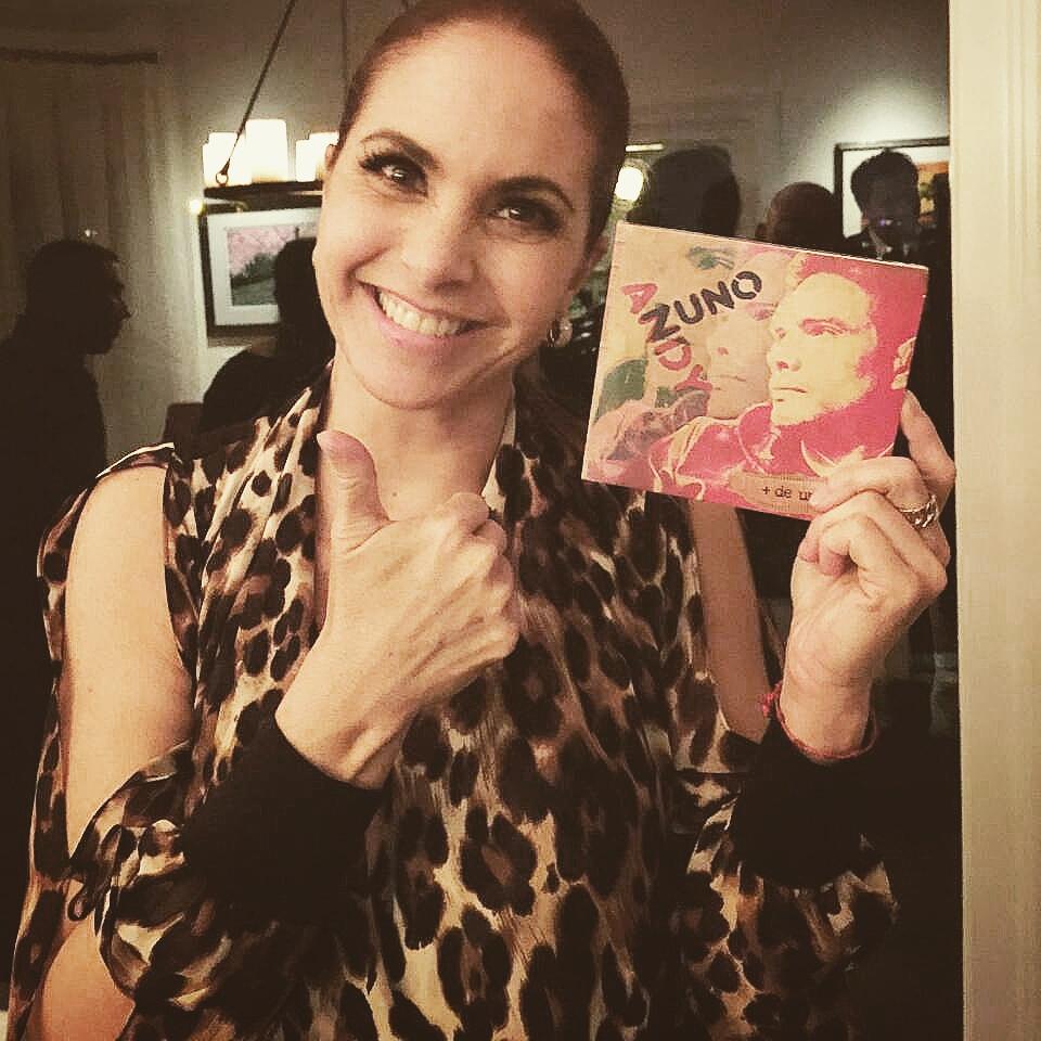 """Mi disco """" Más de una Vida """" en manos de @LuceroMexico gracias! Sueño hecho realidad #homenaje #millonesmejorquetu http://t.co/M4Lfa03z9G"""