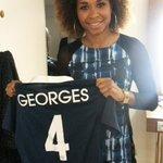 RT + Follow pour gagner le maillot Equipe de France de @GeorgesLaura ! #Jplus1 http://t.co/GAkqzanG09