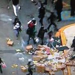More looting in #Baltimore @BaltimorePolice having trouble controlling the crowds. #FreddieGray http://t.co/XrbmsT5ssX
