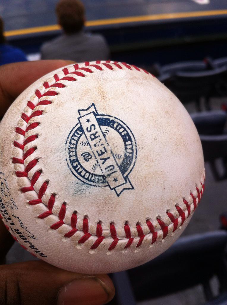 YUNEL ESCOBAR JUST TOSSED ME THIS BALL!!!!!!!!! #nats http://t.co/xWh9T9Dm8N