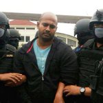 Myuran Sukumaran will refuse to wear a blindfold so he can look the firing squad in the eye http://t.co/ReY9SKYb0Z http://t.co/XEMhkXd1VT