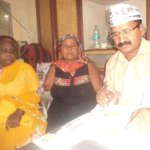 Volunteers of AAP Trilokpuri helping the residents in filling pension forms. http://t.co/KUeqBOmEJw