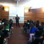 El gerent de @Choco_Torras, Xavier Recoder, explica el recorregut de l,empresa als alumnes de Girona @ensenyamentcat http://t.co/Zey3jERcXE
