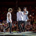 """@onedirection: #Throwback to the Dubai show #OnTheRoadAgain2015 © One Direction/Calvin Aurand http://t.co/LAuZOP8abY"""