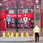 VIDEO: Man United fans do this outside Anfield on Gerrards 1 year anniversary slip! Banter!..http://t.co/Sd0Gdl37JQ http://t.co/FO15dboBA2