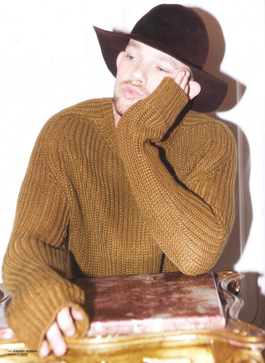 Our heavy knits make for stylish procrastination @russelltovey @7THMANMAGAZINE http://t.co/g2oNaXTaKK