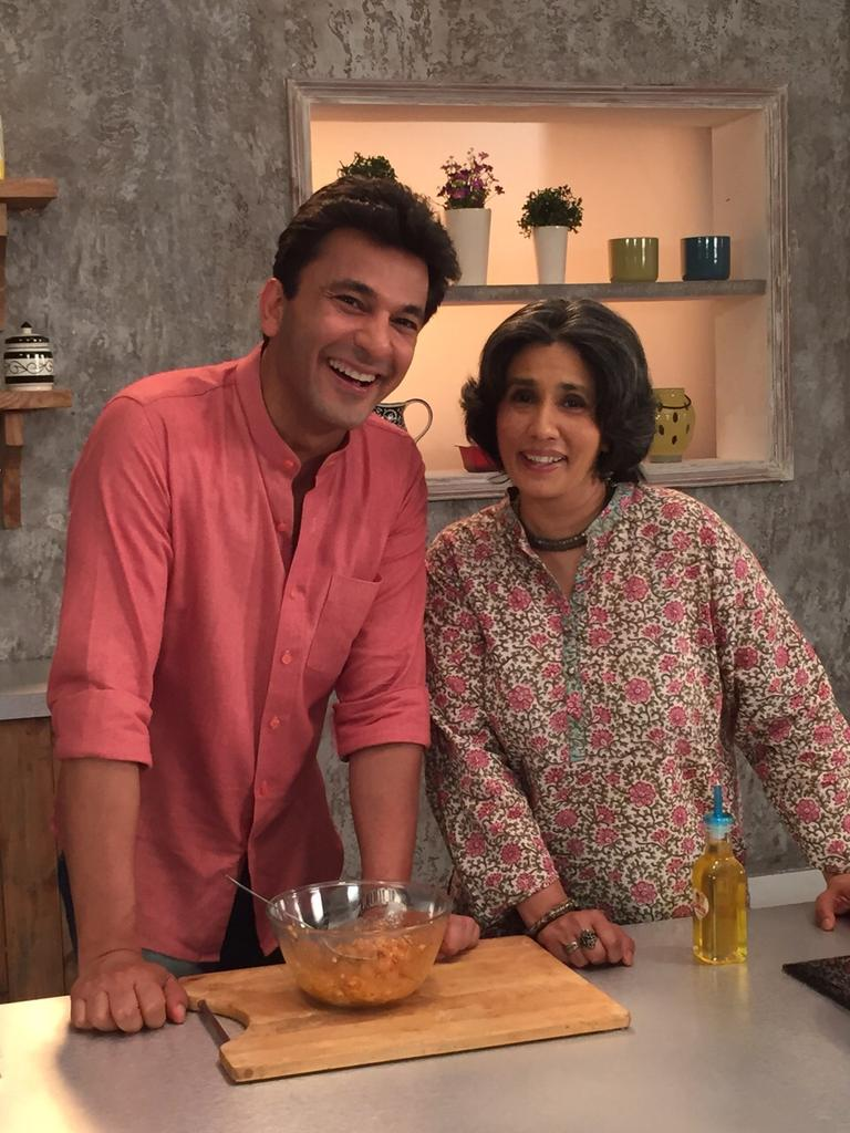 Shooting with one of my fave people @TheVikasKhanna .... With @theFit_Foodie http://t.co/yajc0Ga4uN