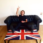 Eatin apples on a couch in the UK http://t.co/JiYbirsTfT