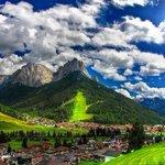 جبال دولوميت شمال ايطاليا من أجمل مرتفعات الألب في اوروبا لطبيعتها ومناظرهاالفريدة وأوديتها. #غرد_بصورة #صورة - http://t.co/nEEPgDoFuZ
