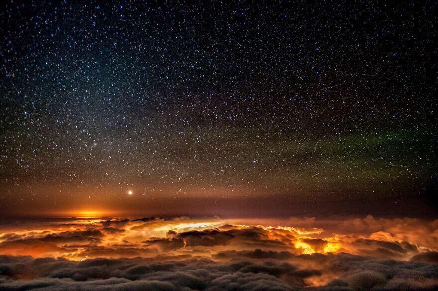 """""""وَلَقَدْ زَيَّنَّا السَّمَاءَ الدُّنْيَا بِمَصَابِيحَ"""" """"And we have adorned the lowest heaven with Lights"""" http://t.co/uLd599MMyU"""