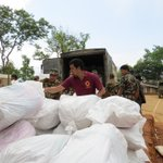RT @CAREIndia: #CARE staff unloads family kits for distribution in Gorkha, #Nepal. The kits arrived on road from India. @ketto http://t.co/…