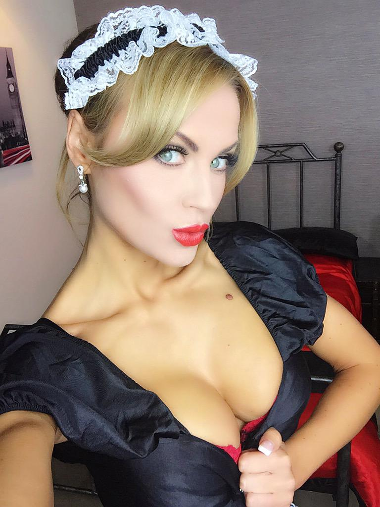 Good morning lovely people xx #oolala #frenchmaid #happywednesday #RedLipstickDay #roleplay #fantasy