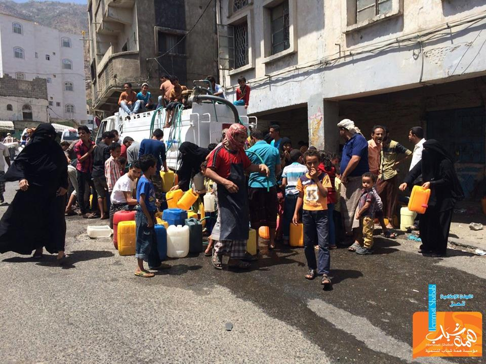 @HemmatShabab started to supply water in #Taiz in different areas everyday. this is the real restoring hope. #Yemen http://t.co/8z4Jcg95if