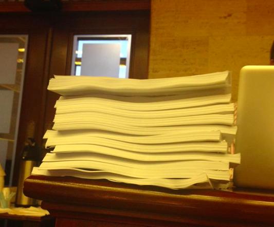 ¿Quien puede leer seriamente 2,174 páginas de un proyecto que atenta directamente con la vida nuestra en PR? http://t.co/FL08aX7B9y