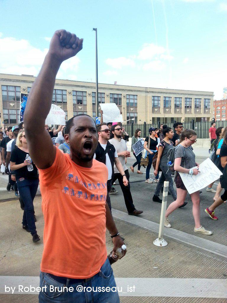 Well Over 1,000 Marching for  #FreddieGray  #BaltimoreUprising  #Baltimore Live http://t.co/4i94DA8BN3