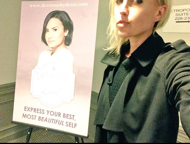 big #ThankYou to @ddlovato for being so sweet & introducing me to her new skincare line @devonnebydemi #DevonneByDemi http://t.co/jNuZ97QROf