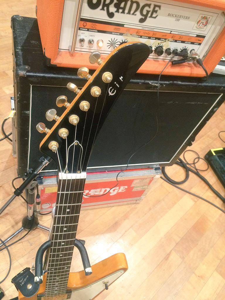 ツアーに向け、藍井エイル専用ギター。とてもイイ。。。 http://t.co/0EI6o78RgH