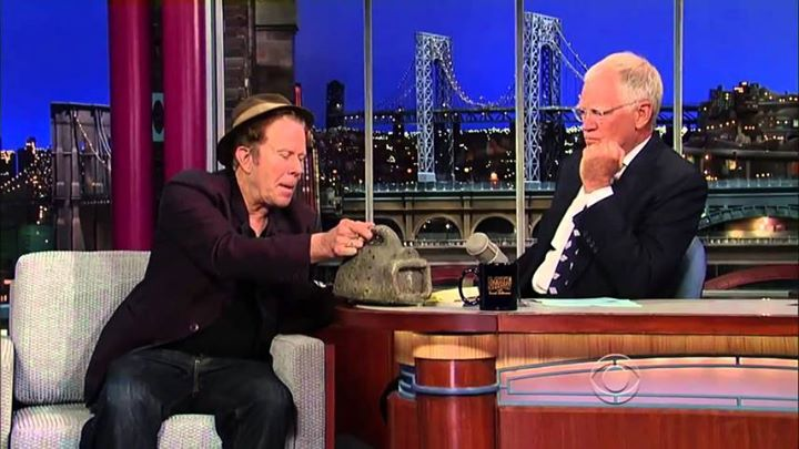 . @tomwaits to perform a new song in farewell tribute to David Letterman on @Letterman tomorrow, May 14th, on CBS. http://t.co/7pvi78Z99t